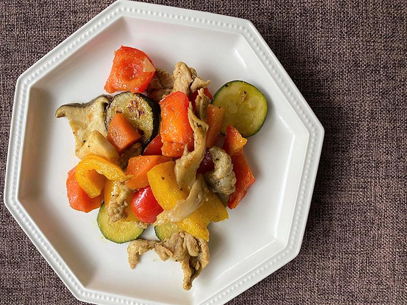 保護中: 豚肉とキノコと彩り野菜のカレー炒め